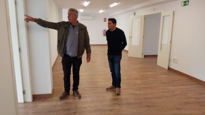 El alcalde, José María Ruiz Gómez (PRC) visita el centro multiusos de beranga